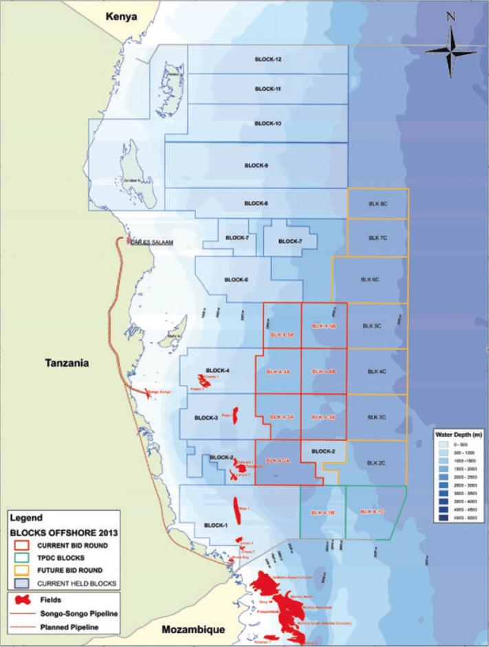 Gassfunn i nordlige Mosambik og på dypt vann i Tanzania. Blokkene med rødt omriss er tilgjengelige i den fjerde lisensrunden som lukker i mai. Statoil er operatør for blokk 2. Vi ser også gassfeltene Songo Songo som ligger på en liten øy rett utenfor fastlandet og Mnazi Bay som ligger på land på grensen mot Mosambik. Kilde: TPDC