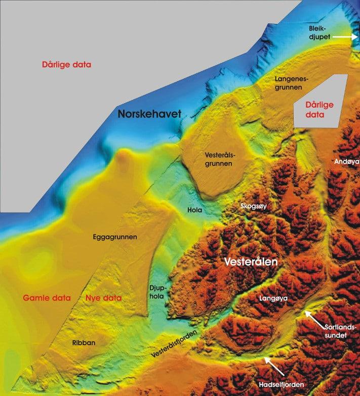 Undersøkelsesområdet befinner seg i Hola, et dypvannsområde sørvest for Vesterålsgrunnen. Hola er dannet som et trau mellom de to grunne bankene Vesterålsgrunnen og Eggagrunnen i løpet av istiden. Eroderte sedimenter er avsatt på kontinentalskråningen lenger ute. På bankene har isen ligget mer i ro, og her er det blitt avsatt sedimenter. Havbunnen i dette området består hovedsakelig av sand og grus, men i tillegg har vi påvist sanddyner, korallrev, karbonatutfellinger, bakteriematter og rullesten, samt mange andre interessante fenomener som fortsatt gjenstår å tolke. © MAREANO