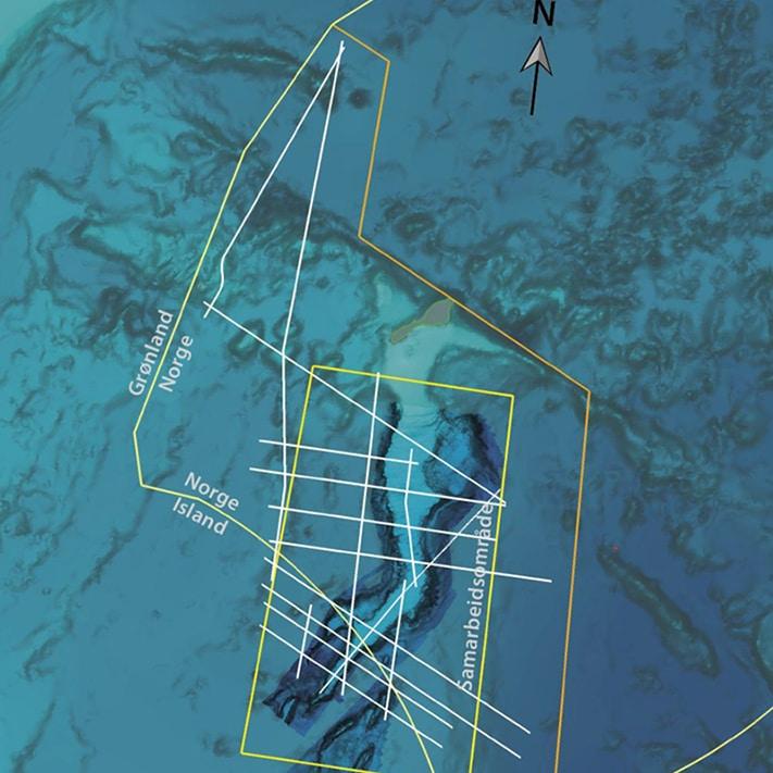 Det ble i 2011 samlet inn 3061 km med 2D-seismikk utenfor Jan Mayen. Det aller meste ble samlet inn i tilknytning Jan Mayen-ryggen. OD benyttet PGS sin GeoStreamer-teknologi til oppdraget. Teknologien kjennetegnes blant annet at lyttekabelen taues noe dypere i vannet enn ved konvensjonell teknologi. Det betyr at den tåler større bølgehøyde. Innsamlingen blir dermed mindre væravhengig, og følgelig mer effektiv (GEO 03/2010) © Oljedirektoratet