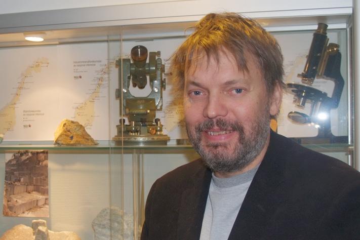 Bård Dagestad er konstituert direktør i Direktoratet for mineralforvaltning. Oppgaven er å forvalte den nye mineralloven som han mener fungerer etter hensikten, men som også har gitt mange nye arbeidsoppgaver.  Foto: Halfdan Carstens
