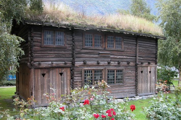 Kjernen i gruvesamfunnet var det staselige Koparverkhuset fra 1711. Her holdt administrasjon med bergskriveren til. Det var også bolig for funksjonærer. Huset var opprinnelig mye større, flere tilbygg er borte. Årdal Sogelag eier bygget og holder det ved like. Her har de samlet gjenstander med tilknytning til gruvedriften. Det omfatter også malmprøver, bilder, kart og andre minner fra gruvedriften. Det gamle huset er populært når bryllupsbilder skal tas.