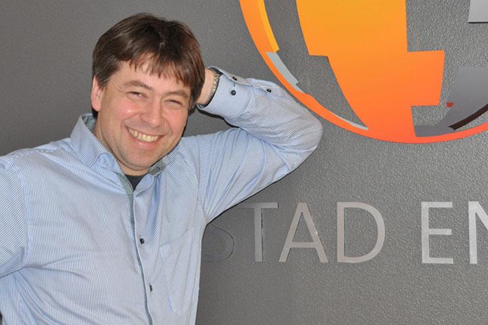 Jan Norstrøm er Vice President i Rystad Energy. Han har både master- og doktorgrad i matematikk, og første del av karrieren dreide seg mye om romfart. I 2007 gikk han «under jorden». Et sceneskifte fristet, og hos Rystad Energy ble han blant annet med i utviklingen av produktet ECUBE. Foto: Halfdan Carstens
