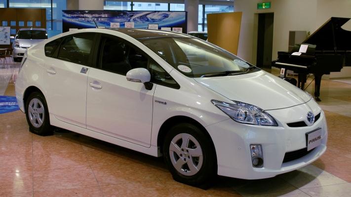 Sjeldne jordarter er en viktig bestanddel i fremtidsbilden. Dette er en Toyota Prius, en såkalt hybridbil som kombinerer bensinmotor med elektriske motorer. Grafikk: GeoPublishing AS