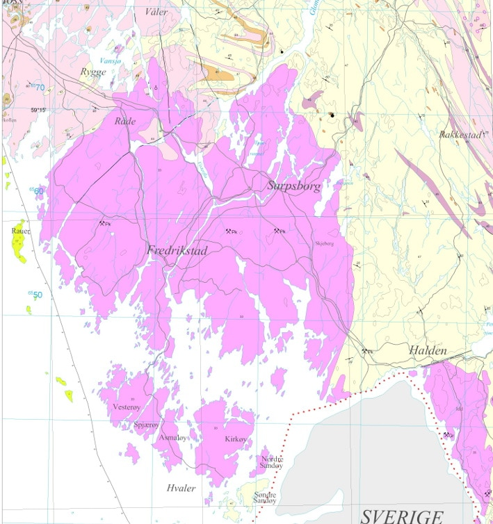 Den sørlige delen av Østfold domineres av en granittintrusjon fra ca. 925 millioner år tilbake. Den har natursteinskvalitet på Hvaler-øyene, lenger inne på fastlandet, og på norsk og svensk side av Iddefjorden. På norsk side kaller vi den Iddefjordsgranitt, mens den på svensk lyder navnet Bohusgranitt. I vest avgrenses massivet av den mye yngre forkastningen (perm tid) som begrenser Oslofeltet, og mot øst ligger gneiser som er enda eldre enn granitten. Kartografi: Ole Lutro, NGU