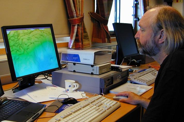 Forsker Jan Helge Fosså har til lang tid studert korallene langs norskekysten, og på 1900-tallet påviste han sammen med flere kolleger at trålefisket hadde rasert flere rev. Han mener vernet er effektivt og at revene ikke lenger blir ødelagt.