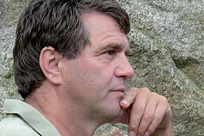 """Bjørkum er forfatter av boken """"Annerledestenkerne"""" som snart kommer i en revidert og mer omfattende utgave. Her kritiserer han klimadebatten med referanse til debatten om Jordens plass i universet."""