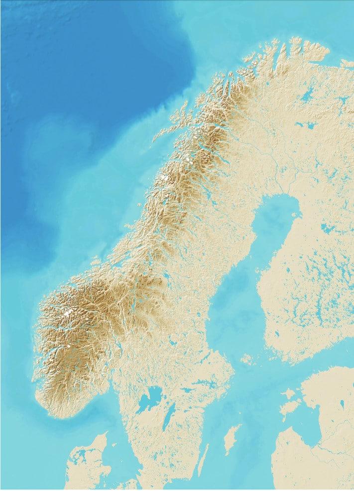 Den norsk-svenske fjellkjeden har sine aner flere milliarder år tilbake, og den har blitt formet til sitt storslåtte uttrykk gjennom de siste 400 millioner år. Den er 1500 km lang, strekker seg fra Agder og Rogaland i sør til Finnmark i nord, og gjør en solid sveip innom Sverige på sin vei nordover. Fjellkjeden er likevel dominerende norsk. Det er her vi finner det største arealet og det største volumet, og det er også i Norge de høyeste toppene ligger. Hele 134 topper her i landet er høyere enn Kebnekaise (2108 m o.h.), svenskenes stolthet langt mot nord. Kartografi: NGU