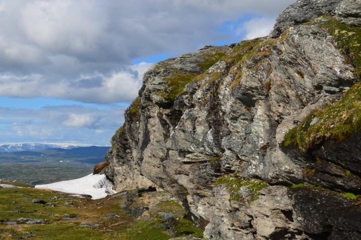 På tur gjennom Nordryggen. Hardangerjøkulen i bakgrunnen. Foto: Halfdan Carstens