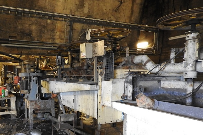 Flotasjonsanlegget – med 8 celler i serie – stammer fra 1964 og ble brukt av Titania i Rogaland inntil Knaben Molybden overtok det vederlagsfritt i 2007. Kjemikaliebruken er minimal. Det brukes en «skummer» som minner om vindusspylervæske. Foto: Halfdan Carstens