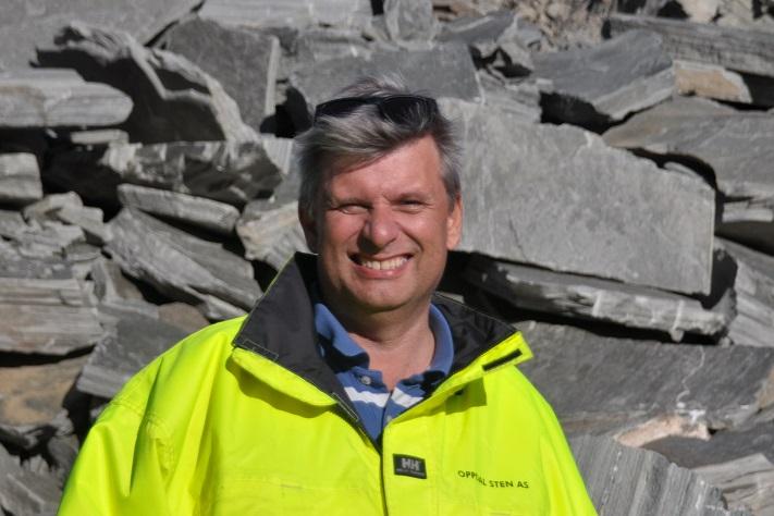 Geir Jacobsen (t.v.) og Petter Bye er hhv. Forhenværende og nåværende daglig leder i Oppdal Sten. Foto: Halfdan Carstens