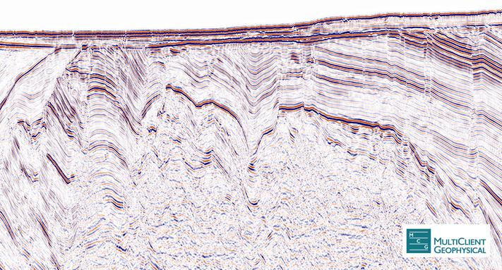 Seismisk linje fra NW til SE gjennom Neiden-prospektet på Lopphøgda. Brønn 7220/6-2 borer gjennom trias skifre og sandsteiner før den går inn i paleozoiske karbonater under den sterke reflektoren på ca. ett sekund toveis gangtid. Brønnens TD var i kaledonske bergarter som også representerer bunnforseglingen i prospektet. Lundins prospekt Neiden er det samme som Norsk Hydro boret i 2005 og som ble kalt Obelix. Avstanden mellom de to brønnene er ganske nøyaktig to kilometer. © MCG