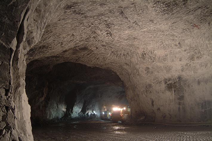 Gruverommene består av brede gruveganger med en samlet lengde på 250 km. Det er således god plass for lagring i 30 år, kanskje enda lenger, avhengig av hvor stort det årlige tilfanget er. Foto: Norcem
